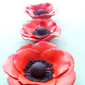 Set of three red poppy flowers