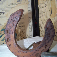 Vintage Rusty Iron Horseshoe--Good Luck--Feng Shui--Primitive--Rustic--Country Western--Old West--Rusty--Salvage--Horse Shoe--Man Cave