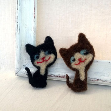 Needle felted cat brooch, Woolen accessory, Kitten pin, black cat, brown cat, wool animal brooch, coat bag hat decoration