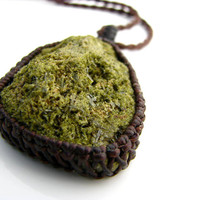 Epidote Necklace / Green / Pistacite / stone / Healing stones and crystals / Metaphysical / Modern Jewelry / Necklace / crystal  healing