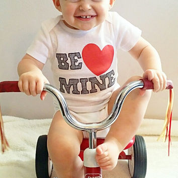 Be Mine Valentines Day Baby Outfit, Boy Valentines Day Outfit, Girls Valentine Shirt, Valentines Day Clothing, Baby Clothes, Liv & Co.™