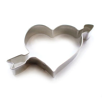 heart and arrow cookie cutter