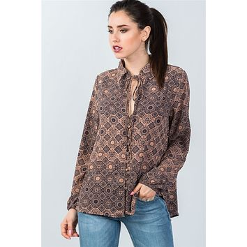 Ladies fashion front key hole button down mix print tie-neck blouse