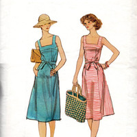 Retro Summer Sundress Vogue 9472 Sewing Pattern Classic Apron A-line Dress Square Neckline Tie Waist Loose Fit Size 12 Bust 34