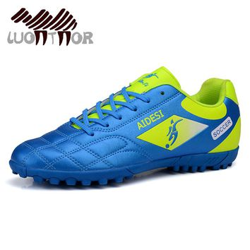 LUONTNOR 2018 Boys Children Football Shoes Outdoor Broken Nails Soccer Shoes for Men Training Cleats Soccer Sneakers Size 32-44