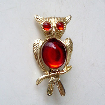 Vintage Owl Brooch Red Cabochon Chest Gold-tone Setting