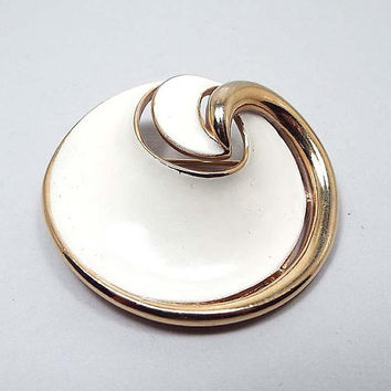 White Enameled Vintage Brooch, Crown Trifari, Swirled Round Gold Tone, Mid Century 1960s 60s