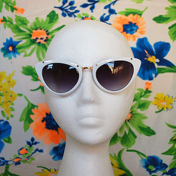 The Kylie | Vintage Shiny White Cateye Pointy Sunglasses 80s 90s Retro Glasses