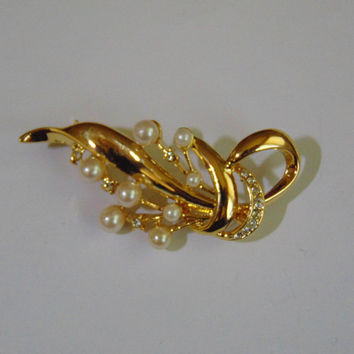 Vintage Gold tone Swirl with Faux Pearls and Diamond Brooch Pin Lapel