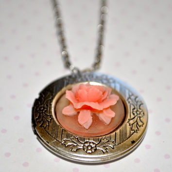 big round locket- resin flower jewelry- big locket necklace-romantic locket necklace- gift for her