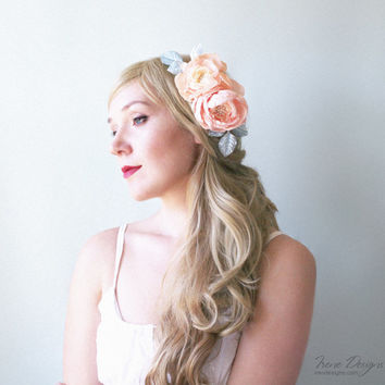 Vintage style floral bridal headpiece. Peach color hair flowers. Floral hair comb. Flowers and branches with leaves for hair