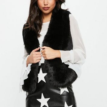 Missguided - Black Super Soft Faux Fur Vest