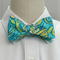 Men's Bow Tie in Lilly Tri Delta sorority fabric (Limited Edition)