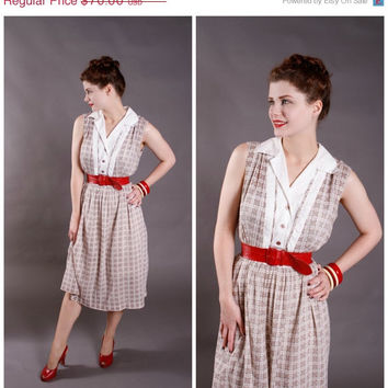CHRISTMAS SALE - Vintage 1950s Dress - Summery White and Tan Checkered Day Dress - Fresh Air