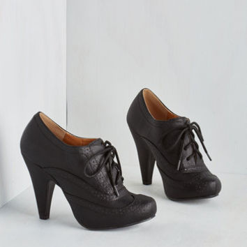 Menswear Inspired Flying First-Sass Heel in Black