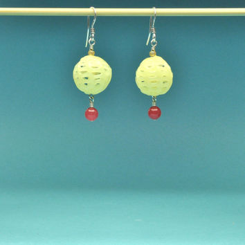 Vintage Japanese Pale Yellow Lantern Airy and Lightweight Earrings