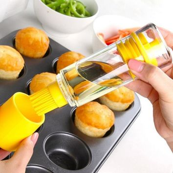 DCCKL72 Fashion 2 in 1 Cooking Olive Oil Sprayer Dispenser Cruet Kitchen Pastry Tools Silicone Honey Bottle BBQ Brush  Barbecue