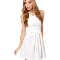 Casual White Sleeveless Dress