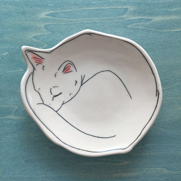 Canape plate, Cat Plate, Warm Kitty Dessert plate,  Cat catchall, Kitten bread plate, Sleeping Cat porcelain plate, cat jewelry cup