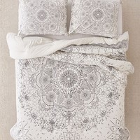 Amelia Medallion Jersey Comforter | Urban Outfitters