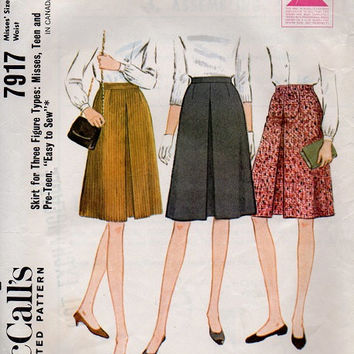 McCall's Retro 60s Skirt Sewing Pattern Dart Fitted Midi Length School Girl Casual Inverted Pleat Waist 25
