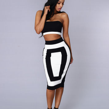 Outside the Box Skirt - Black