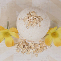 Oatmeal bath bomb, bath bomb, natural bath bomb, homemade bath bomb, sensitivie skin, bath fizzy, large bath bomb, luxury bath bomb