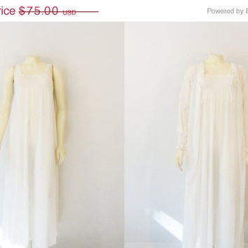 SALE Vintage Nightgown & Robe Vasserette Crepelon Ivory White Negligee and Dressing Gown Bridal Lingerie size Small Modern XS - S
