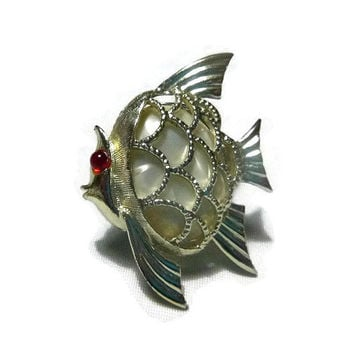 Vintage Fish Brooch Pin MOP 70s Angel Fish Brooch Lucite Pearl Cabochon Costume Jewelry Faux Mother of Pearl Shell Jewelry Ocean Sealife Pin