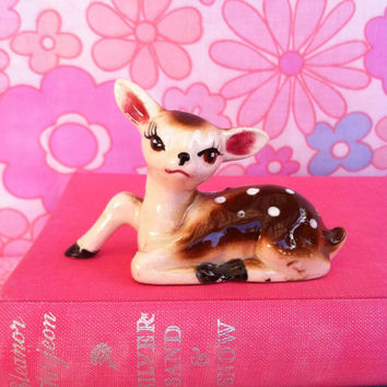 Vintage deer figurine!! Sweet, kitsch, cute, china fawn! ReTrO BaMbi!