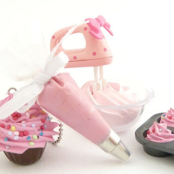 The Bakers Necklace sweet pink Cupcake necklace with by shimrita