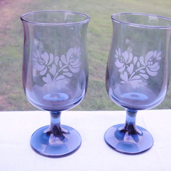 Water Wine Glasses Goblets Blue Pfaltzgraff Yorktown Stemmed Set of 2 -  Blue Etched Shabby Country