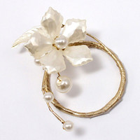 Pearl & Vintage Gold Wire Ornamental Floral Mini Ring Wedding Reception Accessory