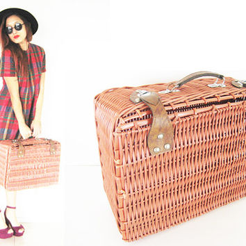 Vintage straw picnic basket luggage carryon leather metal brown light weight home decor furniture