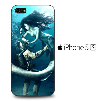Diver and The Mermaid iPhone 5S Case
