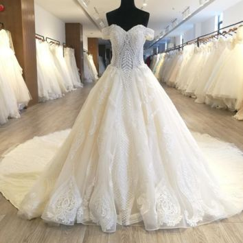 Luxury Pearl Beaded Wedding Dress Ball Gown New Design Crystal Pearl Beading Lace Appliqued