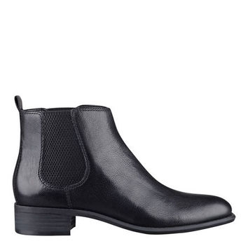 Jara Pull-On Booties | Nine West