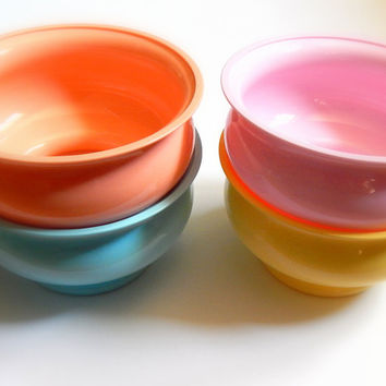 Vintage Plastic Bowls. Set Of Bowls. Stacking Bowls. Trinket Dish. Vintage Kitchenware. Desk Accessories. Craft Organizer. Pastel Decor.