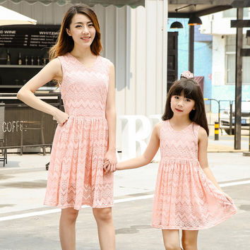 Lace Hollow Mother Daughter Matching Dresses 2016 summer Sleeveless Family party Clothes Mom And Daughter Dress Girl Lace Dress