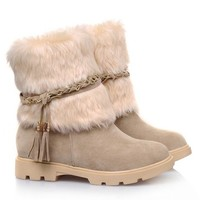 Preppy Women's Snow Boots With Plush and Tassels Design