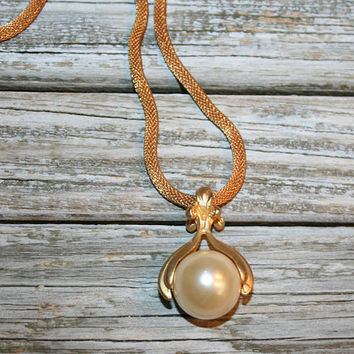 Vintage 80s Large Pearl Necklace Pendant Statement Gold Mesh Chain Faux Cultured Pearl Gold Tone Elegant Classy 1980s Costume Jewelry