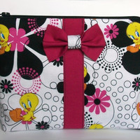 Tweety Makeup Bag / Looney Tunes Cosmetics Pouch / Warner Bros / Cosmetic Clutch / Zipper Make Up Bag / Lips / Tweety Bird / Magenta Bow