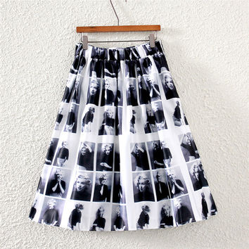 Vintage Facial Expression Print Pleated Midi Skirt