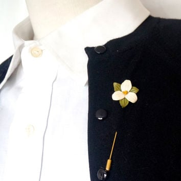 Vintage Lapel Pin,Trillium Flower Stick Pin,Leather Brooch,White Leather Flower,Tooled Leather Hinterland-Canada Pin,Collectible Canadiana