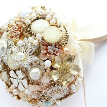 Elegant Classy Brooch Bouquet - Cream Ivory White Gold - Custom Made Bridal Bouquet - Personalizable Wedding Bouquet