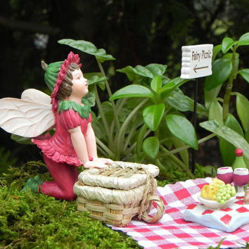 Fairy Garden Picnic Ensamble, miniature garden kit, fairy garden accessories, accessory figurine , Cicely Mary Barker Fairy Double Daisy