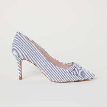 H&M Striped court shoes LL 89,000