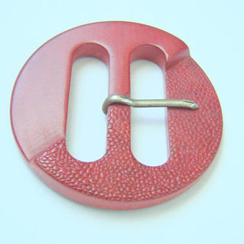1930s Art Deco Red Molded Wood Czechoslovakia Dress Buckle / Vintage Sewing / Vintage Fashion