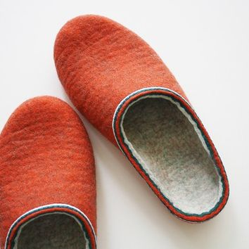 "Shot 80's / Felted slippers in women""s size US 10 or men's size 9"