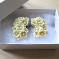 00g (10mm) Plugs for Gauged Ears - Ivory Clusters - One Pair (2pcs)